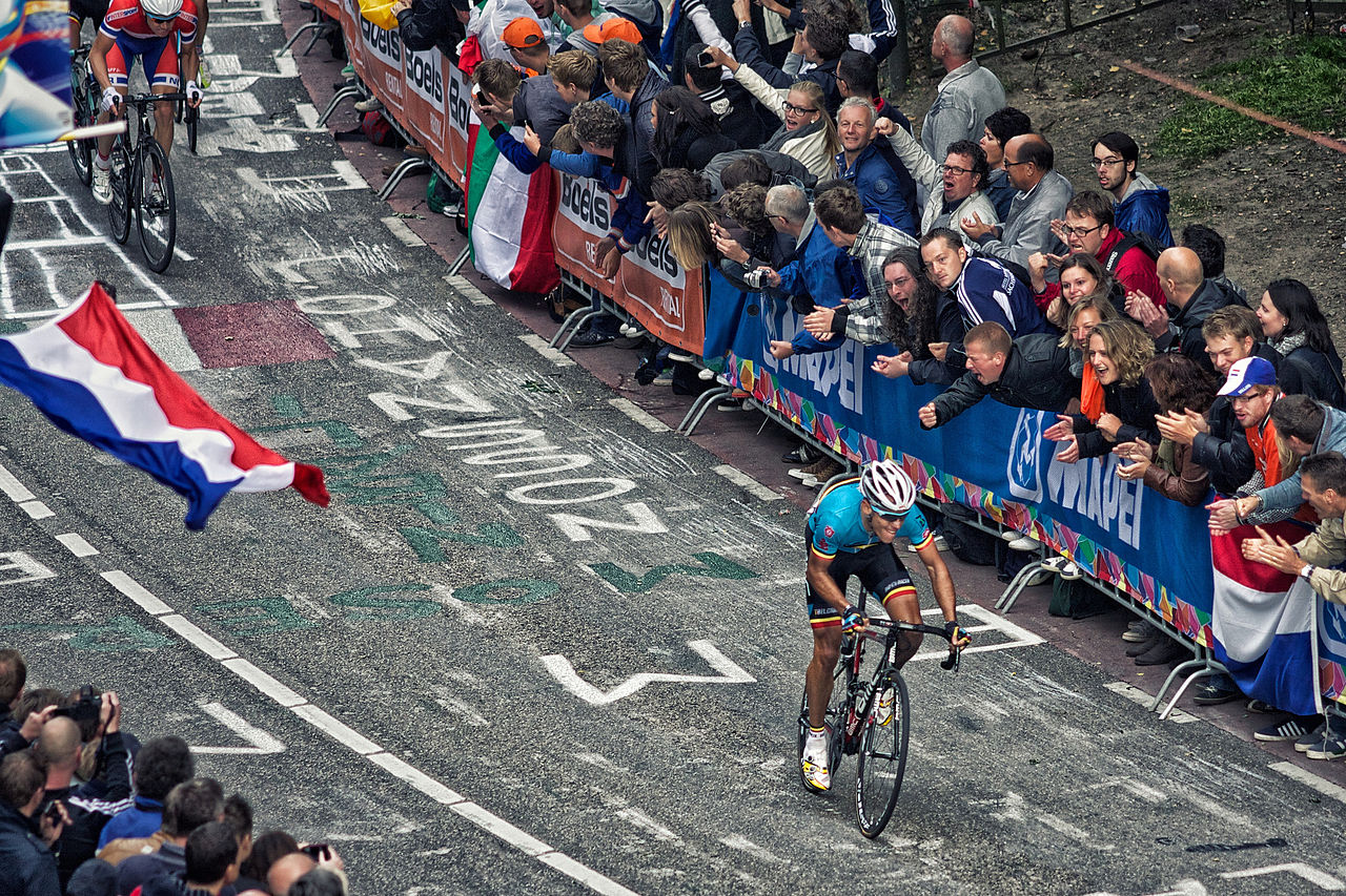 1280px-Philippe_Gilbert_2012_Road_World_Championships_Cauberg